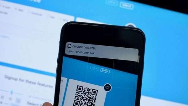 Scan QR code bằng chính camera của iDevice mà sẽ mở bằng Safari